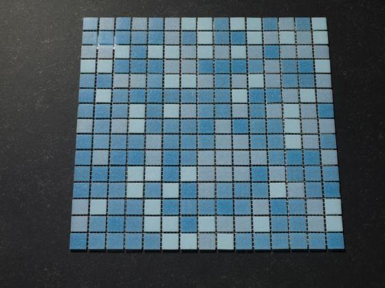 Zwembad moza ek tegels zacht blauw mix tegelgemak for Zwembad tegels